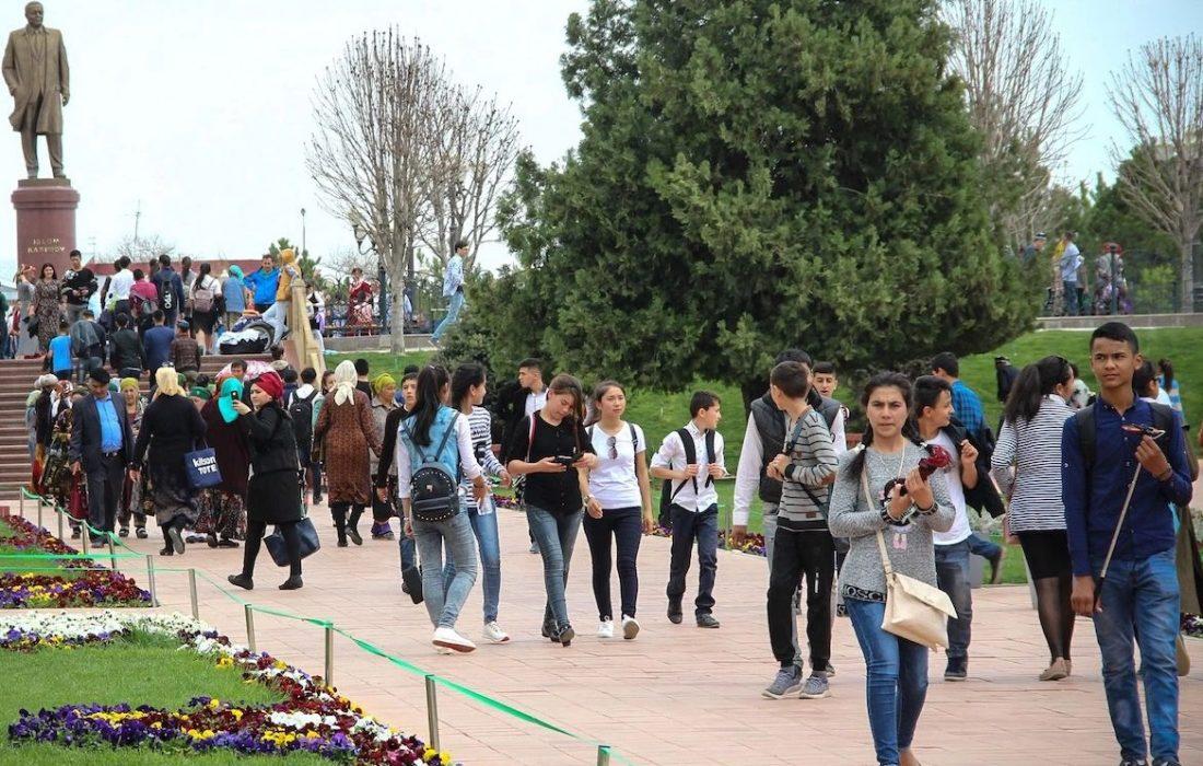 جامعه ازبکستان چگونه ۵ سال پس از اسلام کریموف، به سرعت در حال مذهبی شدن است؟ / از ممنوعیت ریش و حجاب تا نگرانیها از پیدایش جنبش های افراطی